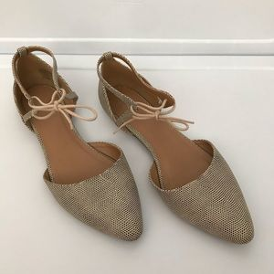 Gap flats with ties